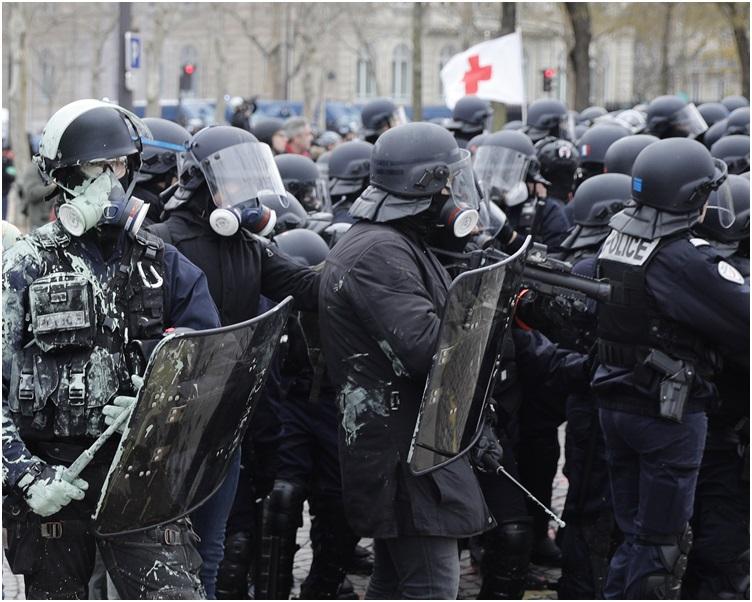 警民再爆發衝突。AP