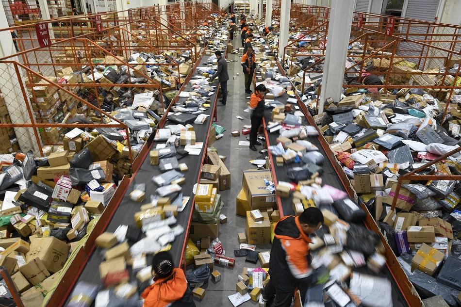 内地快遞服務春節期間繼續運作。新華社圖片