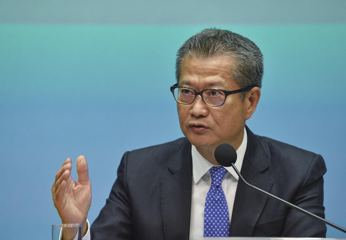 財政司司長陳茂波接受彭博訪問時表示,認為並無必要採取任何行動為市場提供支持。 資料圖片