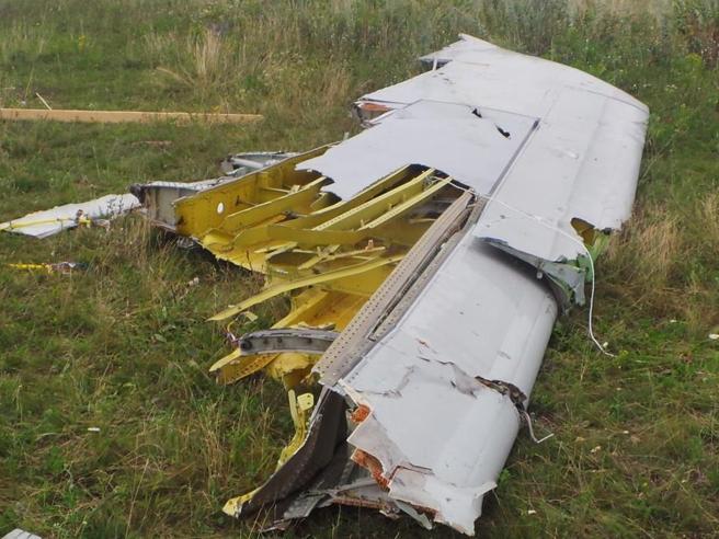 机上载有16人,只有1名机员生还。网图