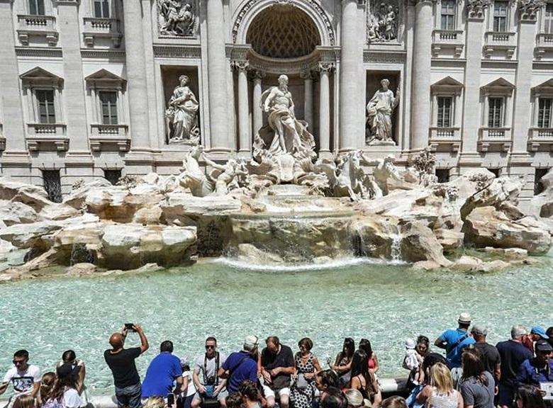 遊客為了許願而投入池內的硬幣,每年總值逾1340萬港元。網圖
