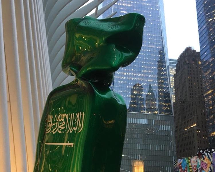 一个沙特国旗的糖果包装雕塑惹争议。网图