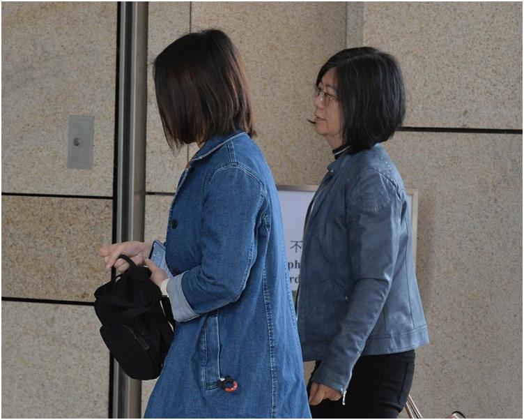 吴卓谕家人到庭听裁决。