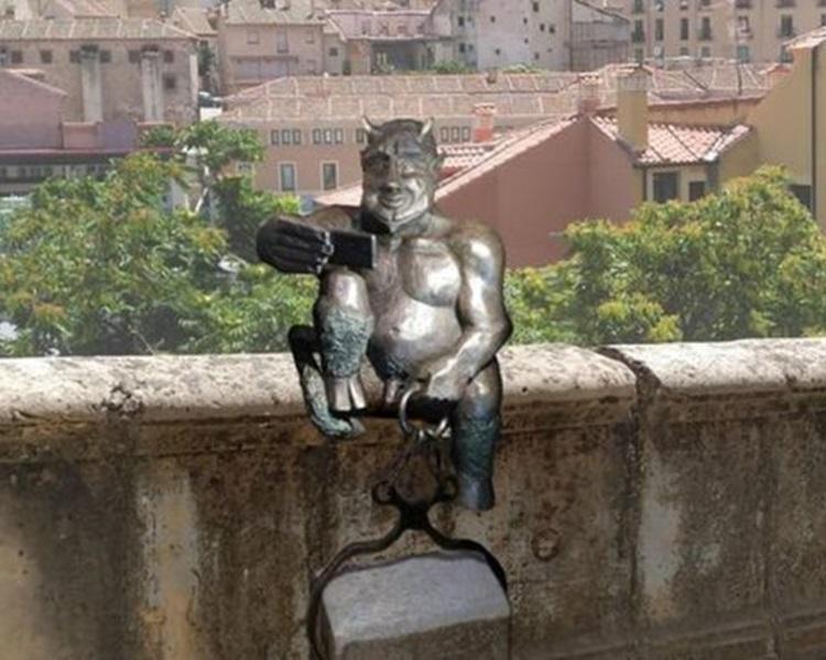 西班牙民众批评撒旦「太友善」。网图