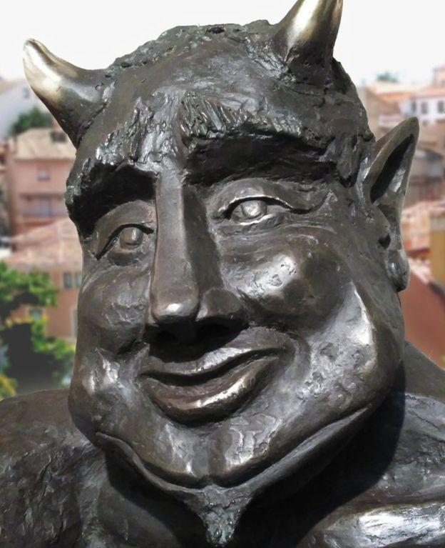 撒旦充满笑容。网图