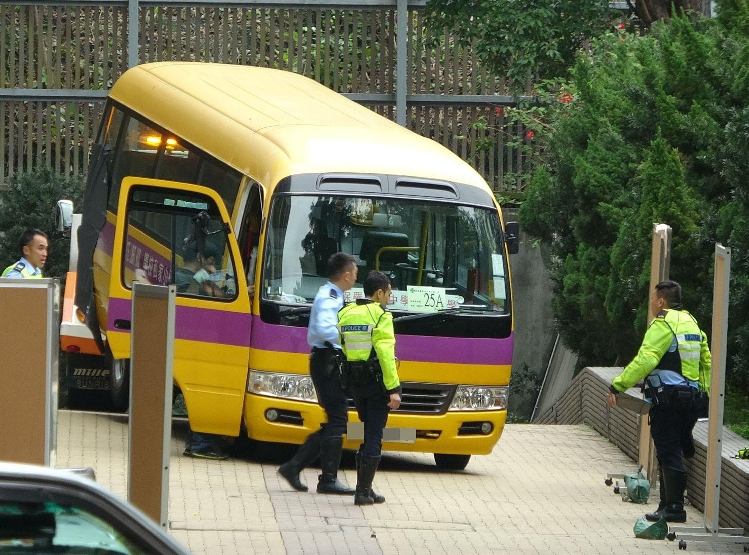 涉事的校巴司机涉嫌危险驾驶引致他人死亡被捕。