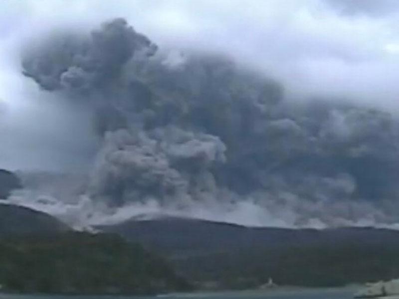 鹿儿岛口永良部岛17日早上发生火山喷发。