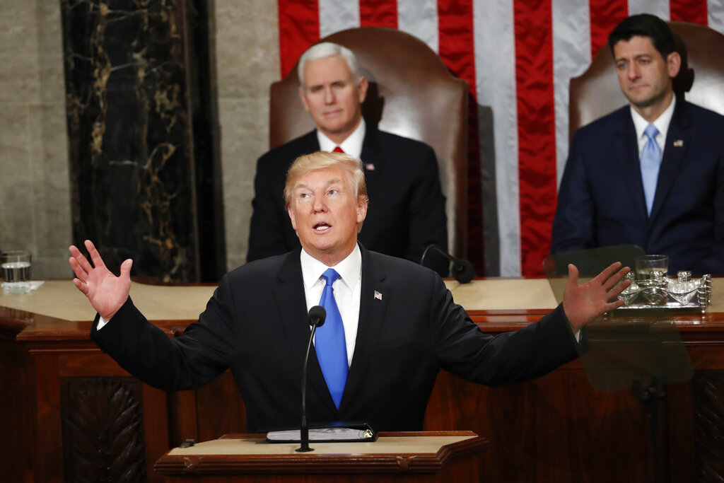 特朗普将停摆责任怪罪民主党。AP
