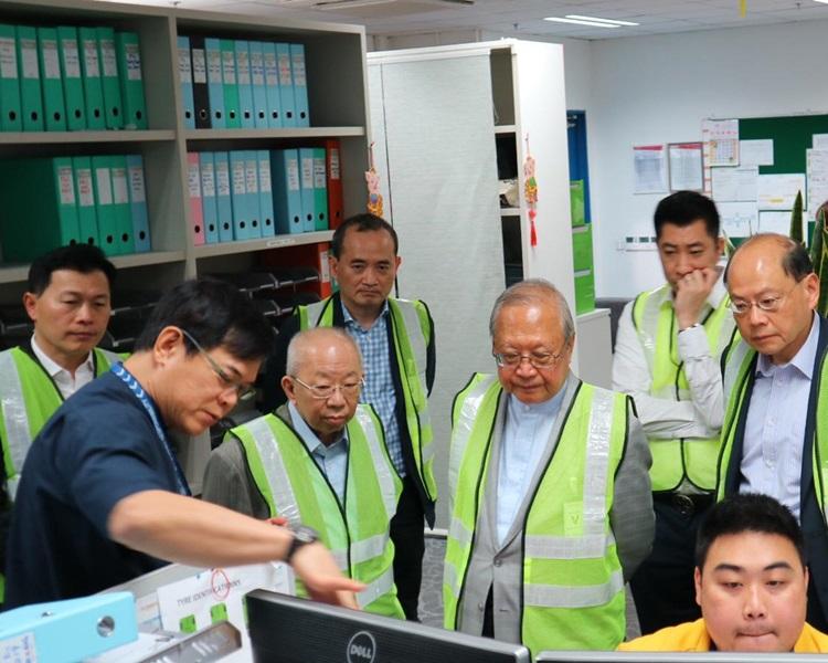 载通国际董事会主席梁乃鹏,前一哥曾伟雄、前助理处长许镇德。