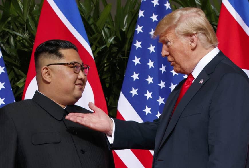 金正恩(左)據報在農曆新年後國是訪問越南,或與特朗普會面。AP