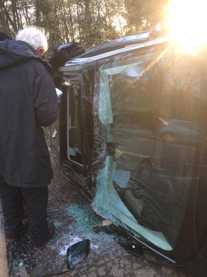 菲腊亲王的黑色座驾左侧严重损毁。