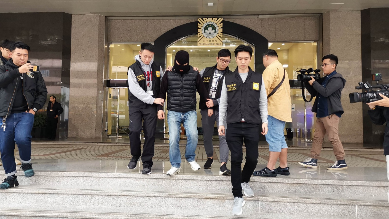 一名50岁报称房地产职员的姓刘男子,涉洗黑钱于澳门被捕。