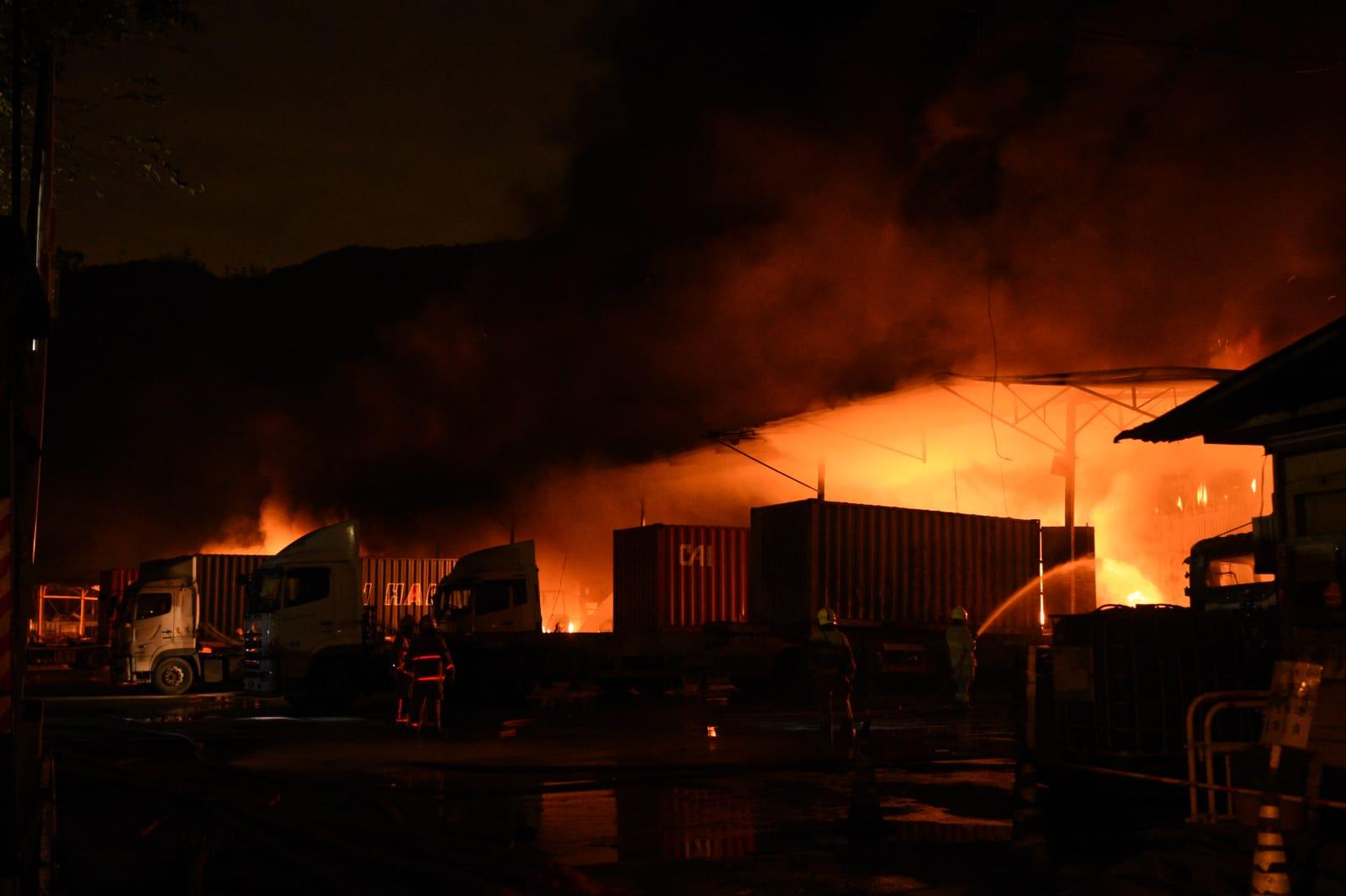 現場火勢猛烈。
