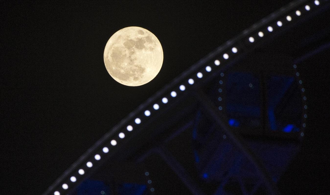 本港上空將出現今年首次超級月亮。新華社圖片