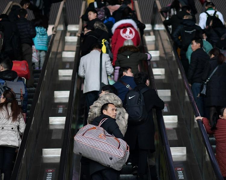 全国铁路预计运载旅客达4.13亿人次。新华社