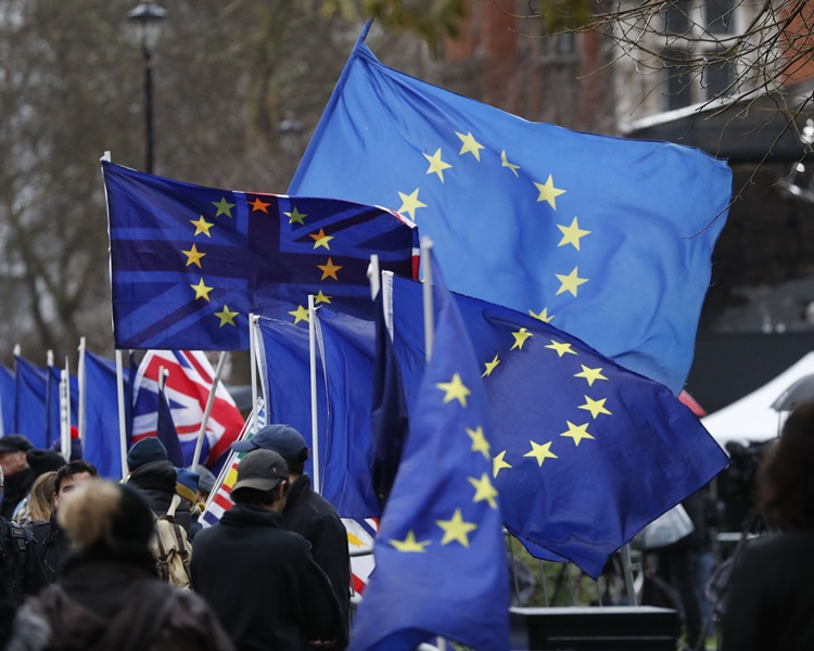 英國擬推手機應用程式,讓在英國工作的歐盟公民申請定居身份。AP