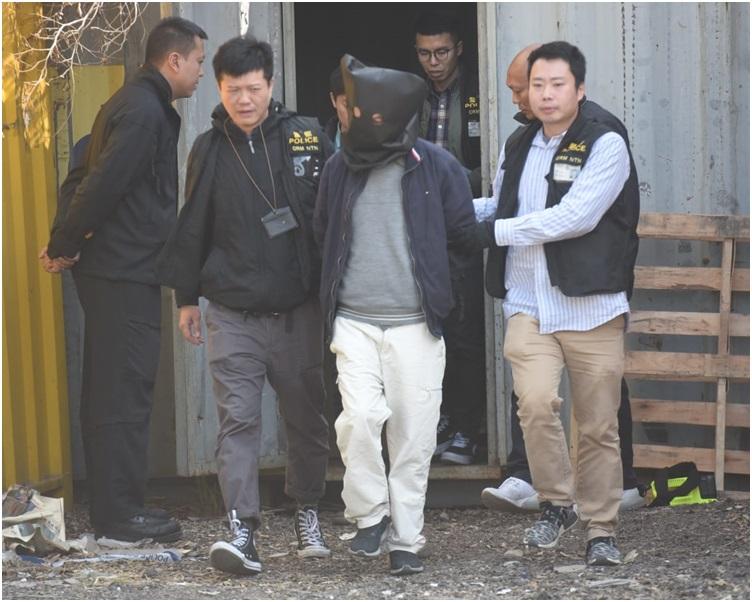 警方拘捕一名本地男子。梁國峰攝