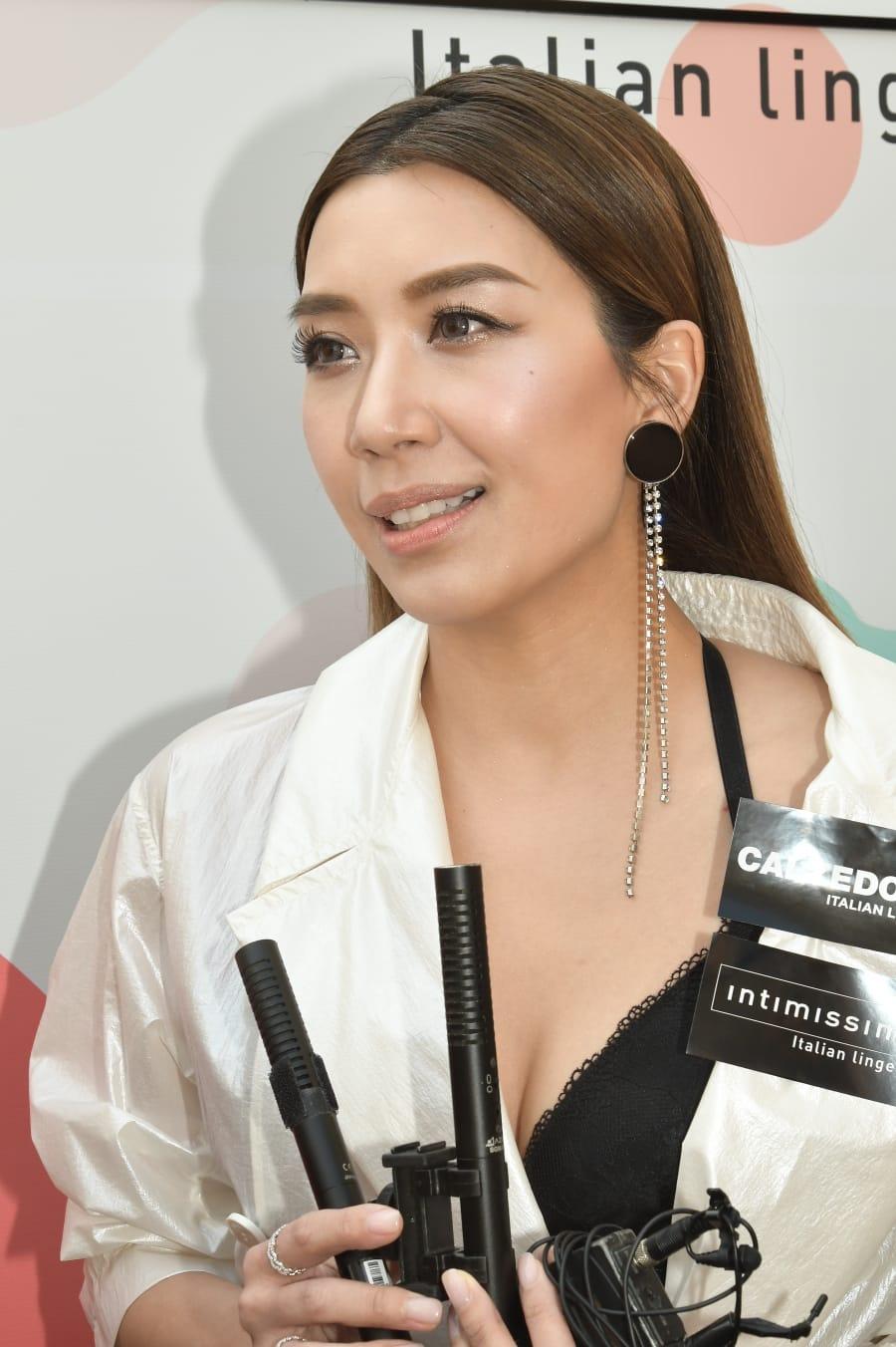 黄智雯韩国当高龄练习生的真人骚《一个因去跳舞》。