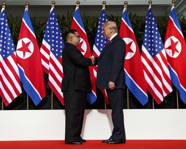金正恩(左)、特朗普(右)。AP