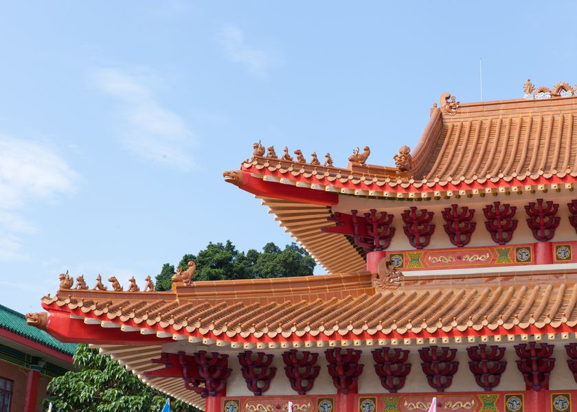 三胜大殿: 黄色琉璃瓦 重檐歇山顶