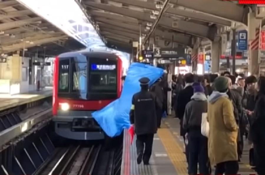 日本有流感患者墮電車路軌身亡。網上圖片