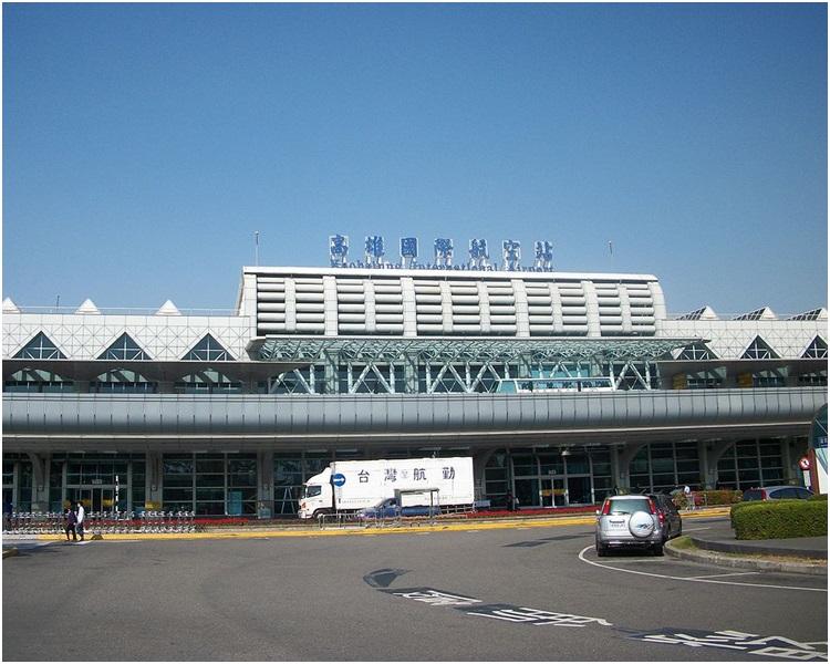 该名大陆旅客昨日傍晚飞抵高雄小港机场时被截获携带违规肉品入境。网图