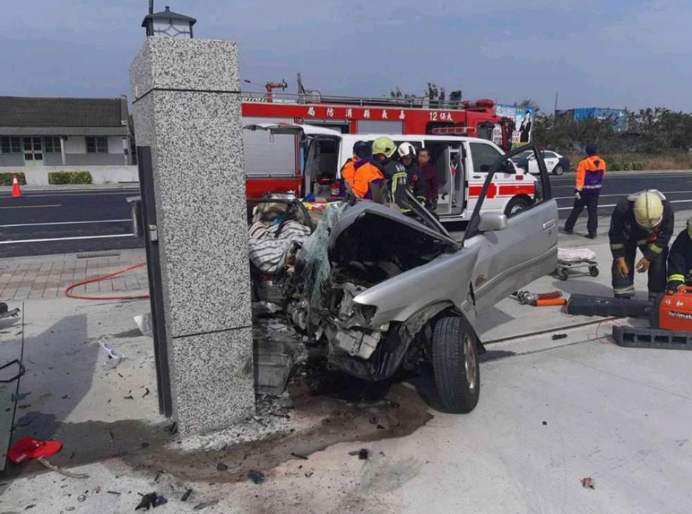 車身遭撞爛嚴重變形。爆料公社