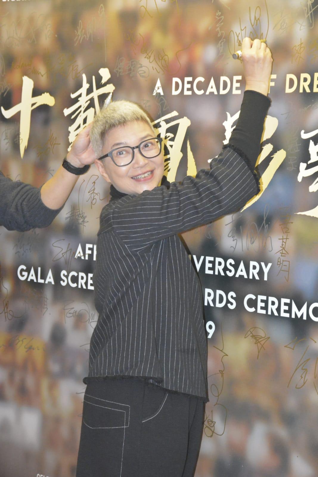 智叔領獎,太太陳敏兒都有來捧場。