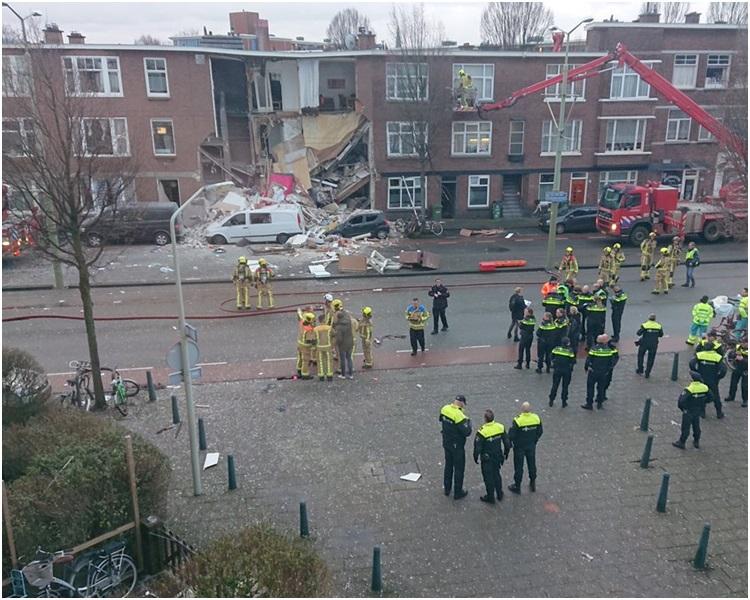 气体爆炸导致向街的一边局部倒塌。网图