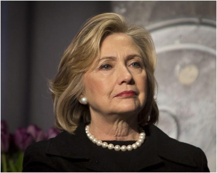 希拉莉指对出选总统的构想保持开放态度。