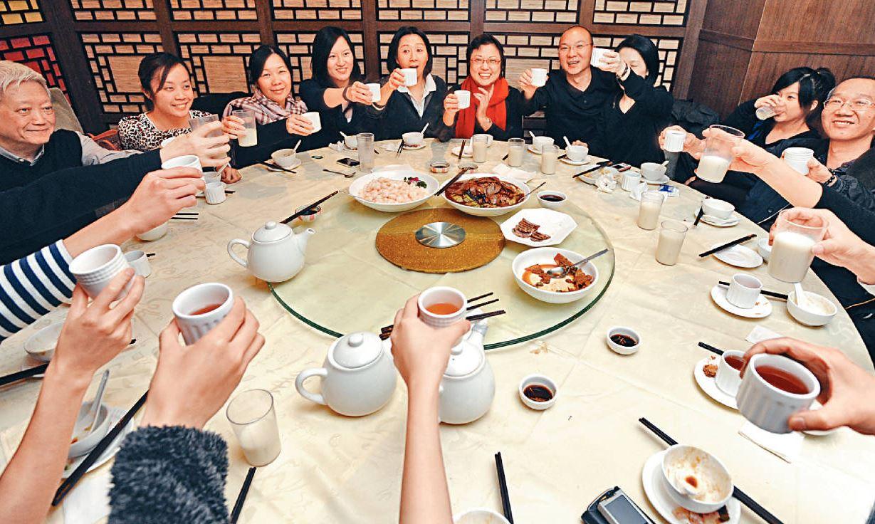 農曆新年向來是飲食業旺季,但今年業界大歎「旺丁不旺財」。
