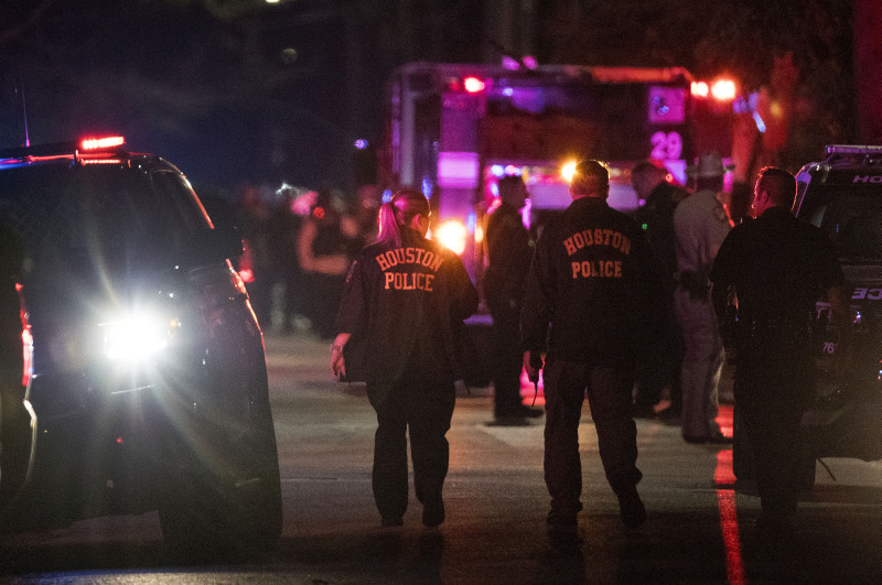 美国休斯敦发生枪击事件5名警察受伤。