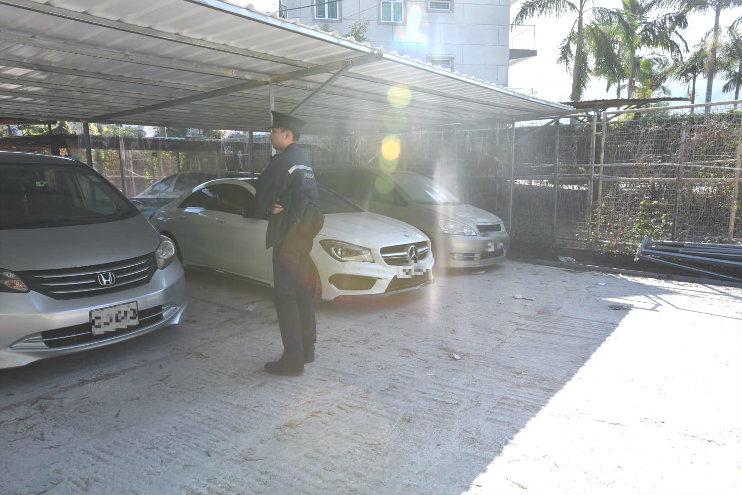 警方拘捕二人涉嫌非法燃放煙花爆竹。