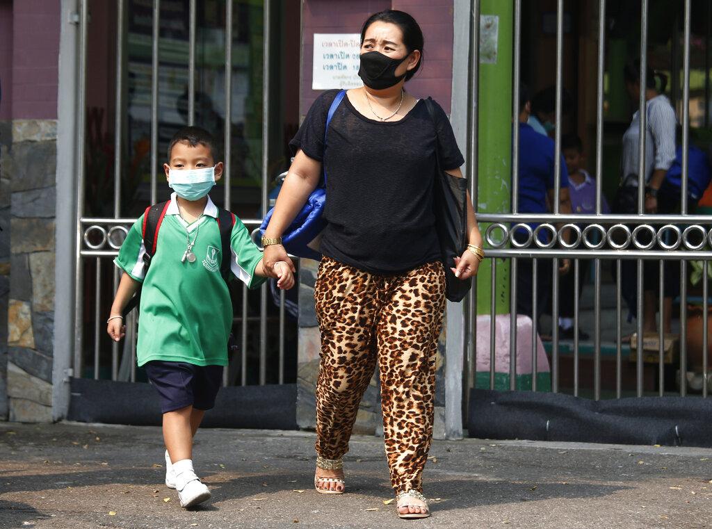 曼谷宣布学校停课。