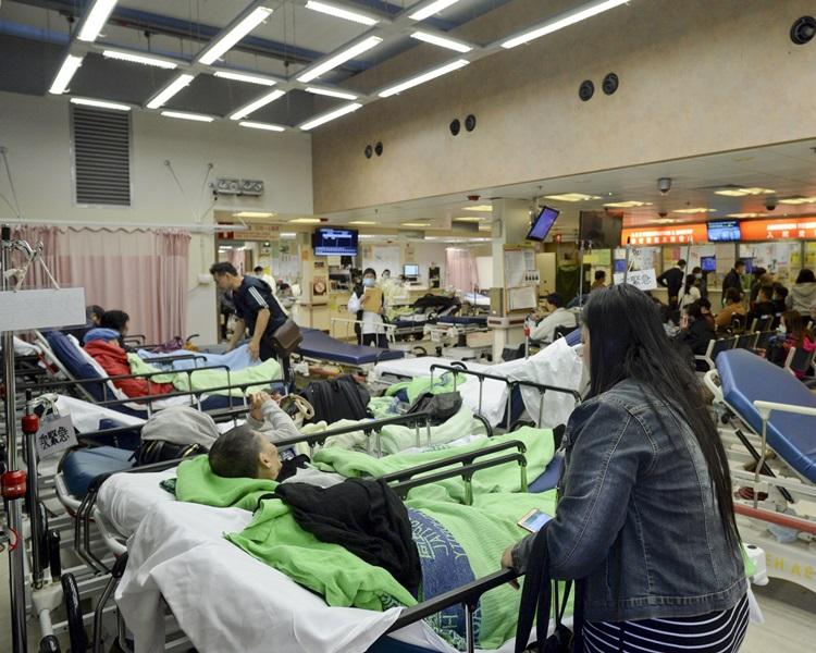 公立醫院急症室和病床使用率持續高企。資料圖片