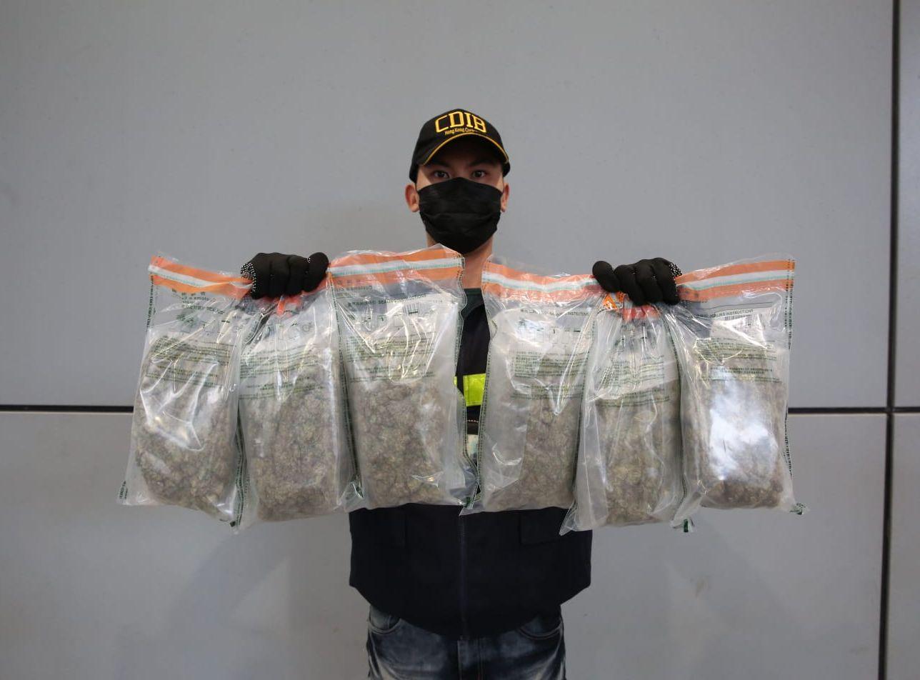 海關檢獲約2.1公斤懷疑大麻花,估計市值約44萬元。