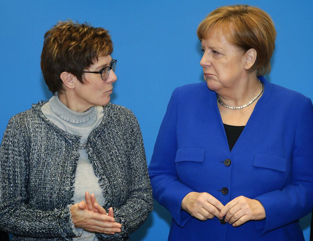 左起:基督民主党主席卡伦鲍尔、默克尔。图片