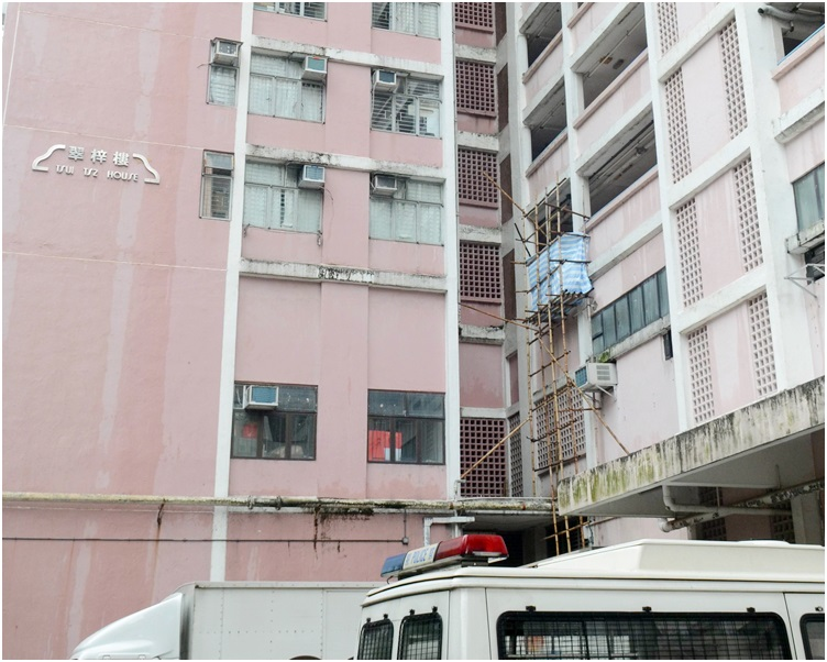 女事主在翠屏北邨翠梓樓墮樓,當場死亡。資料圖片