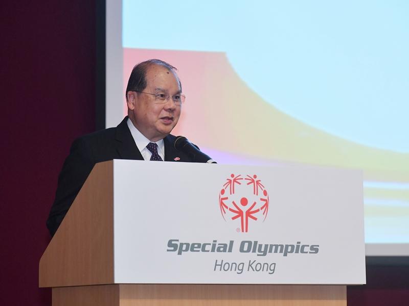張建宗以署理行政長官身分出席「2019 特殊奧林匹克夏季世界比賽」。網圖