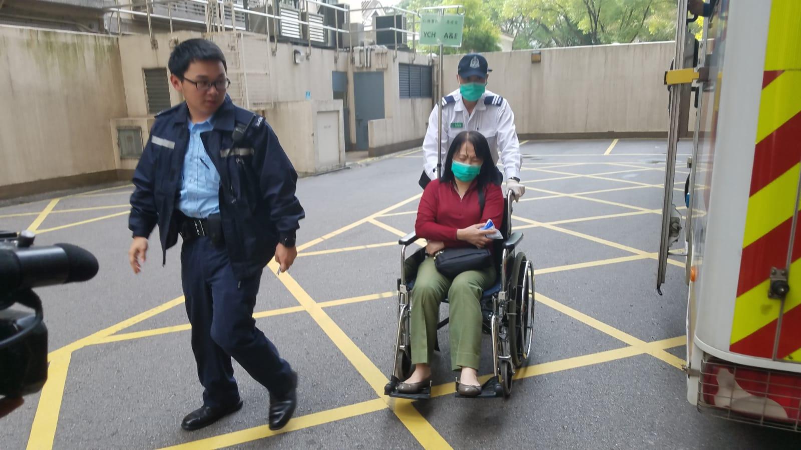 老闆娘走避不及手部中刀受輕傷,送院治理。