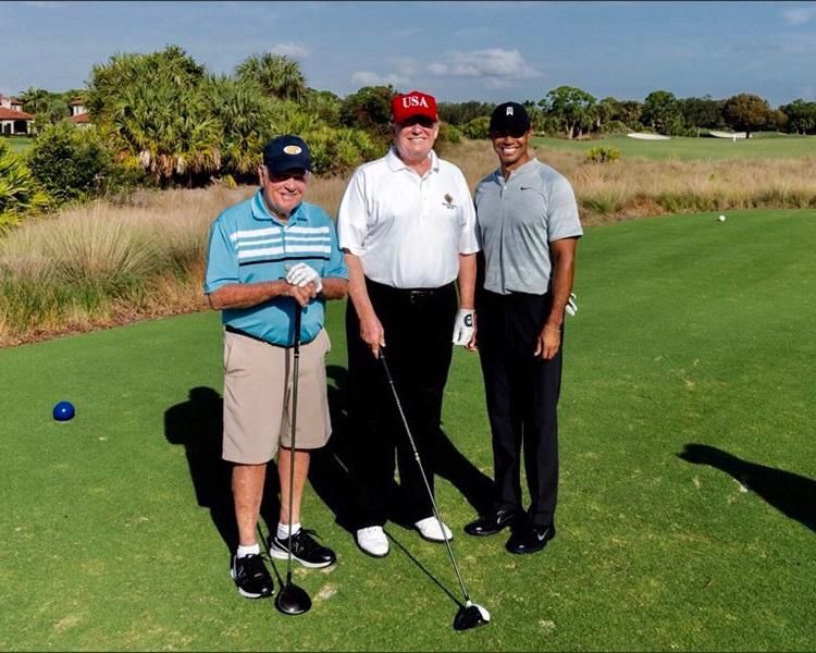 特朗普(中)、老虎活士(右)、尼克劳斯(左)。Donald J. Trump Twitter