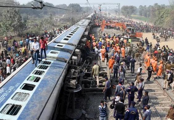 印度东北部比哈尔邦一列火车出轨,最少7人死亡,29人受伤。(网图)