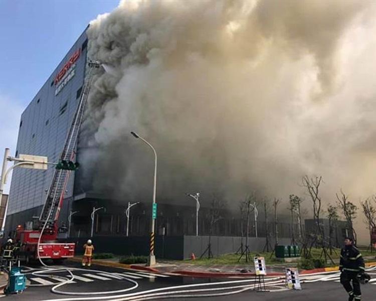 桃园一物流公司仓库大火。网图