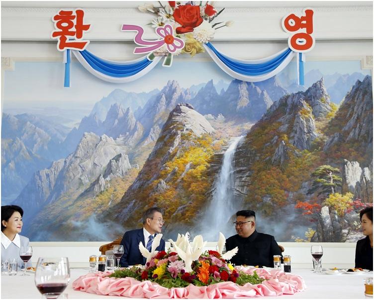 去年,金正恩和文在寅会面后共进午餐。