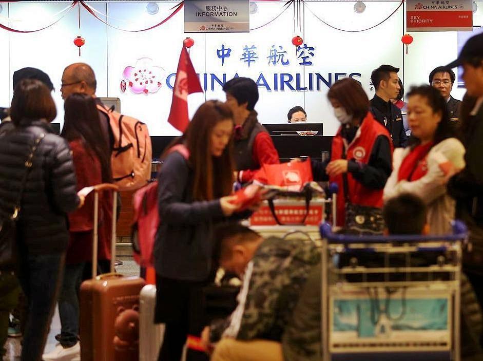 8日到10日共有26個國際及兩岸航班取消。網圖