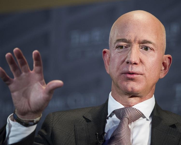 亚马逊创办人兼行政总裁贝索斯(Jeff Bezos)。
