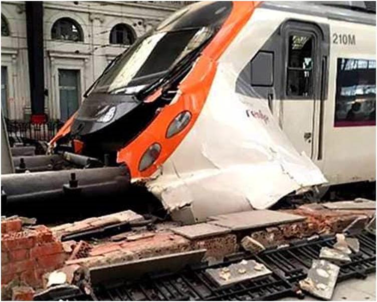 去年巴塞罗那近郊同一条铁路线上亦曾发生火车出轨事故。网图