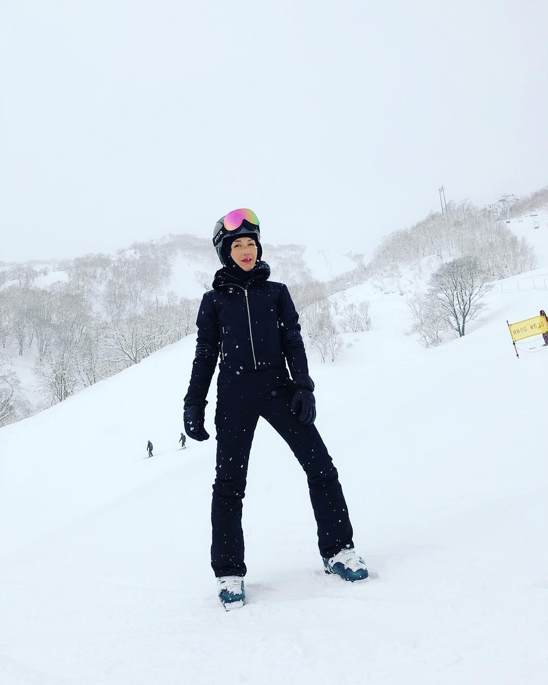 千嬅第一次滑雪,即表示「真的愛上了」。楊千嬅IG