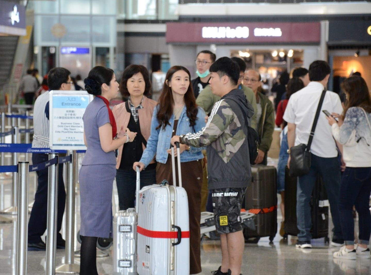 香港航空明日額外加開一班HX2282及2283來回香港及台北的航班。