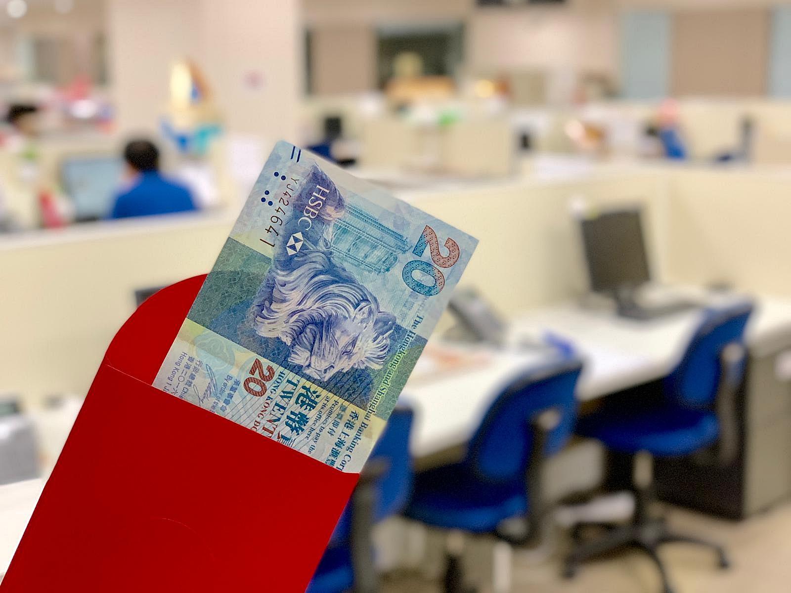 有网民质疑20元一封利是太少惹争议。